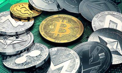 Det totala marknadsvärde för kryptovalutor överstiger 2 biljoner dollar för första gången, efter att ha fördubblats på två månader, drivet av stigande institutionell
