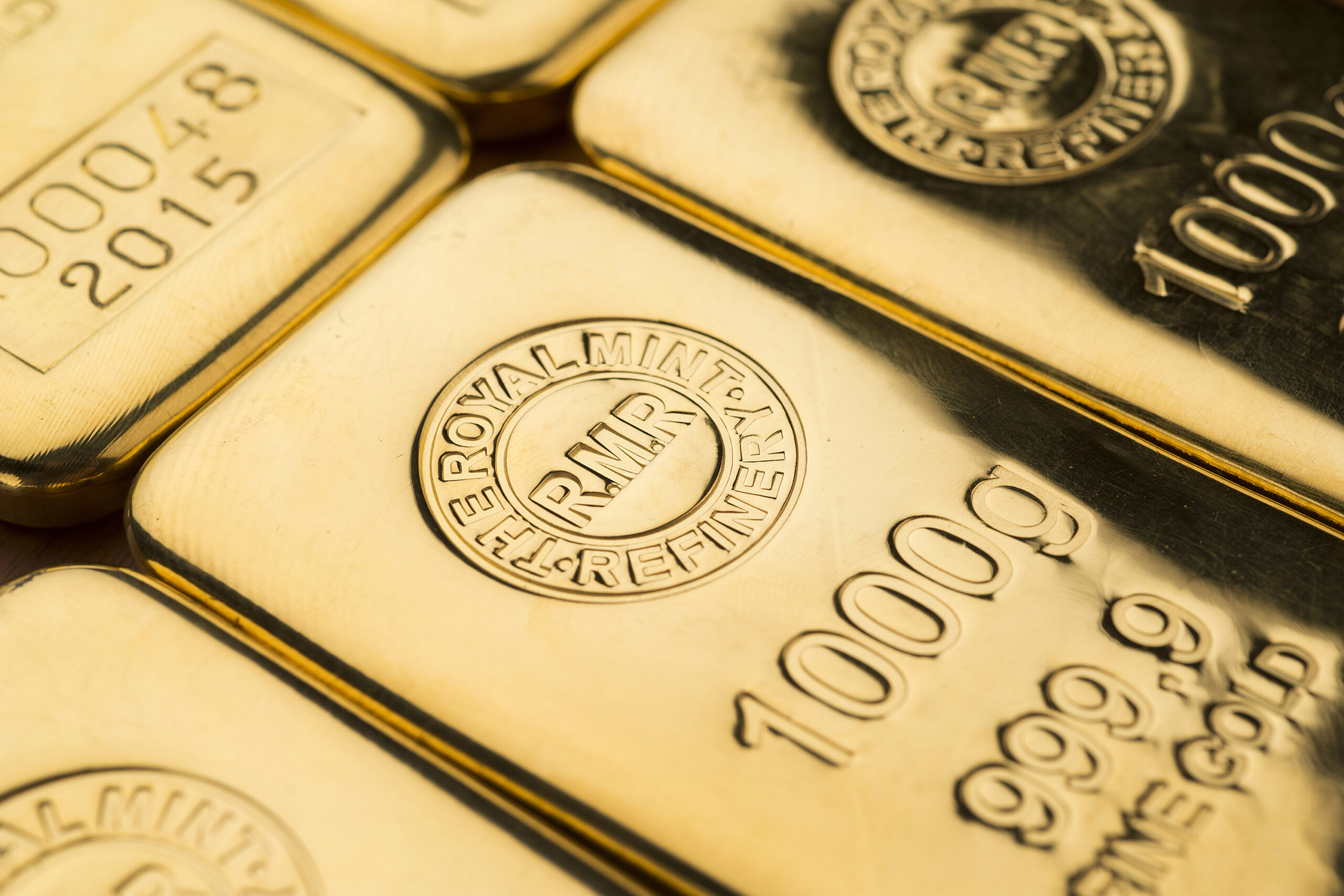 Guldpriset har sjunkit med cirka 27 procent i US-dollar i år. Eftersom guldpriset fortsätter ner och fallet överstiger 20 procent är guld sedan en tid
