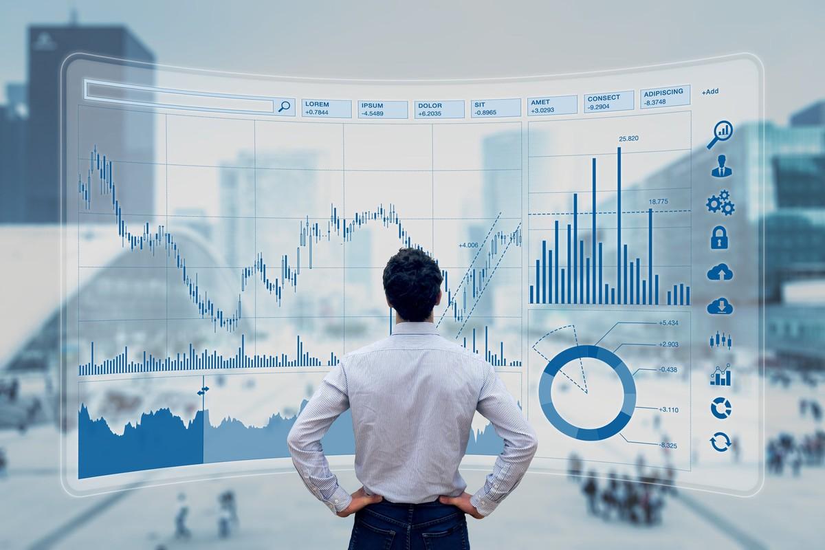 En 40 ACT ETF är ett poolat investeringsmedel som erbjuds av ett registrerat investeringsföretag enligt definitionen i 1940 Investment Investment Act (vanligen kallad '40 Act 'i USA eller, i vissa fall, Investment Company Act (ICA).