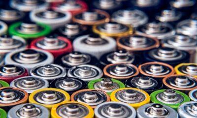 bilförsäljningen 2020 (en ökning från 2,6% år 2019). Faktum är att Europa representerade mer än 45% av den globala elbilsförsäljningen som är beroende av batteriteknik, följt av Kina och USA.