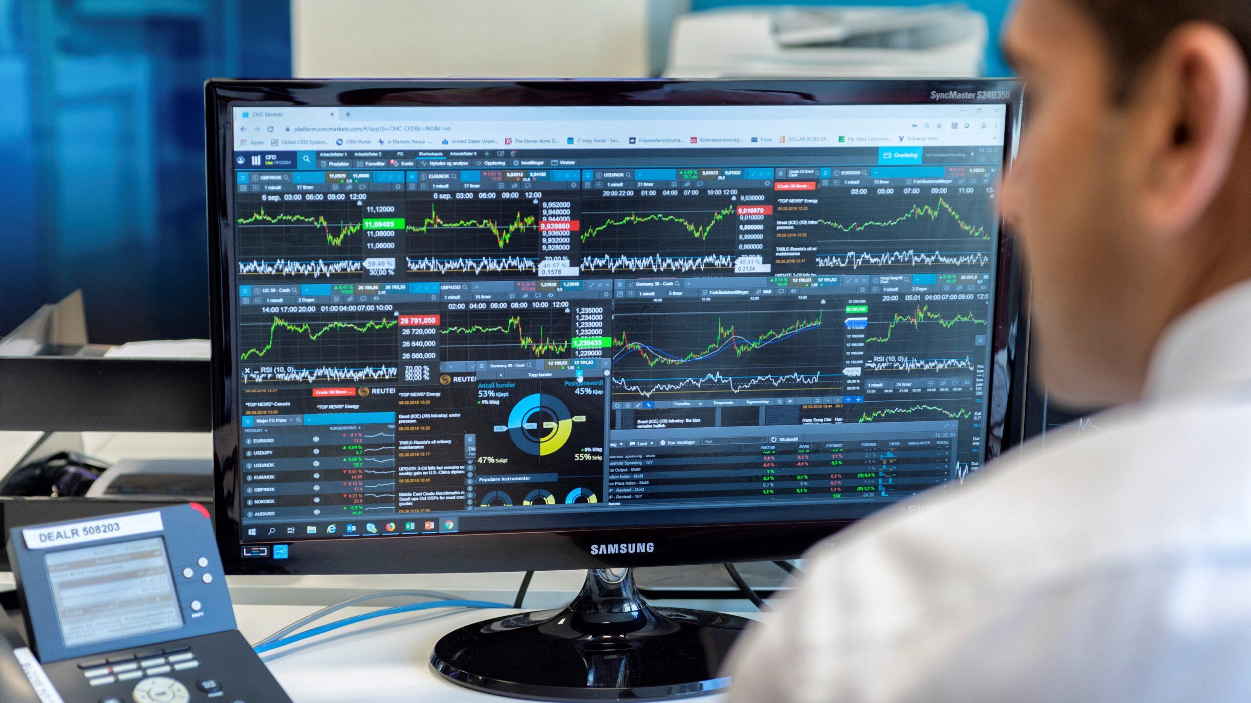 CMC Markets har flera traders fått upp ögonen för ETFer, börshandlade fonder. Det går till exempel att investera i amerikanska sektorer med tillväxtpotential genom CFDer.