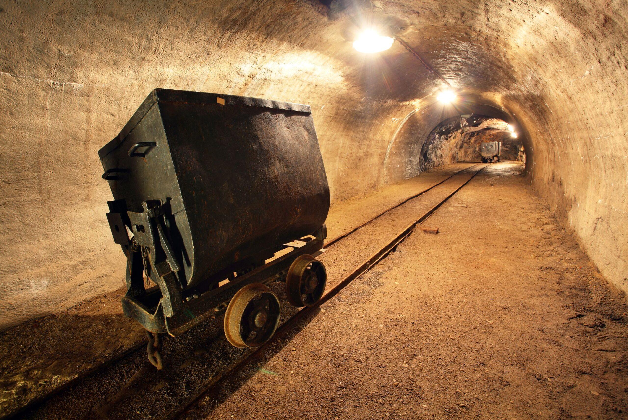 Eric Strand, VD för AuAg Fonder och grundare av AuAg ESG Gold Mining UCITS ETF ansluter sig till Proactive London om lanseringen av den första ESG-fokuserade guldbrytnings-ETFen som lanseras på Londonbörsen för att hjälpa investerare att få tillgång till guldgruvsektorn i en ansvarsfull sätt'