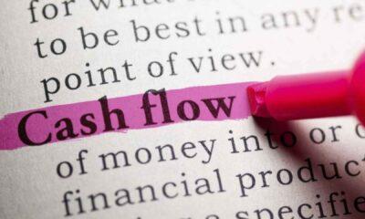 Det finns börshandlade fonder med strategier. En av dessa är att köpa aktier i företag med stora fria kassaflöden. Att satsa på fria kassaflöden kan vara en vinnande strategi eftersom detta kan komma att ge en kudde mot oönskade kursnedgångar.