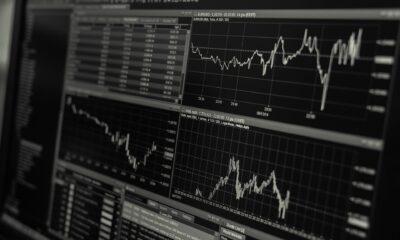 Lyxor $ Floating Rate Note UCITS ETF - Dist (BUOY ETF) investerar i företagsobligationer från hela världen. Obligationernas löptiderna är upp till fem år.