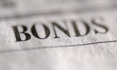 Vanguard Short-Term Bond Index Fund ETF-shares (BSV ETF) spårar ett marknadsvägt index för amerikanska statsobligationer, företags- och investment grade-internationella obligationer i investment grade med en löptid på 1-5 år.