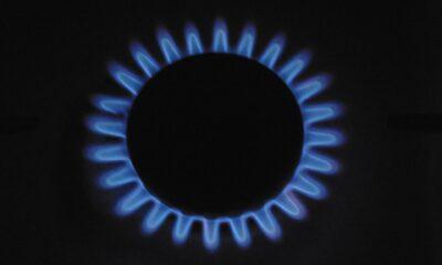 ProShares UltraShort Bloomberg Natural Gas (KOLD ETF) ger daglig -2x exponering mot ett index som spårar naturgas genom att hålla ett andra månadens terminskontrakt. KOLD som handlas på NYSEArca, kommer med en årlig förvaltningskostnad på 0,95 procent,