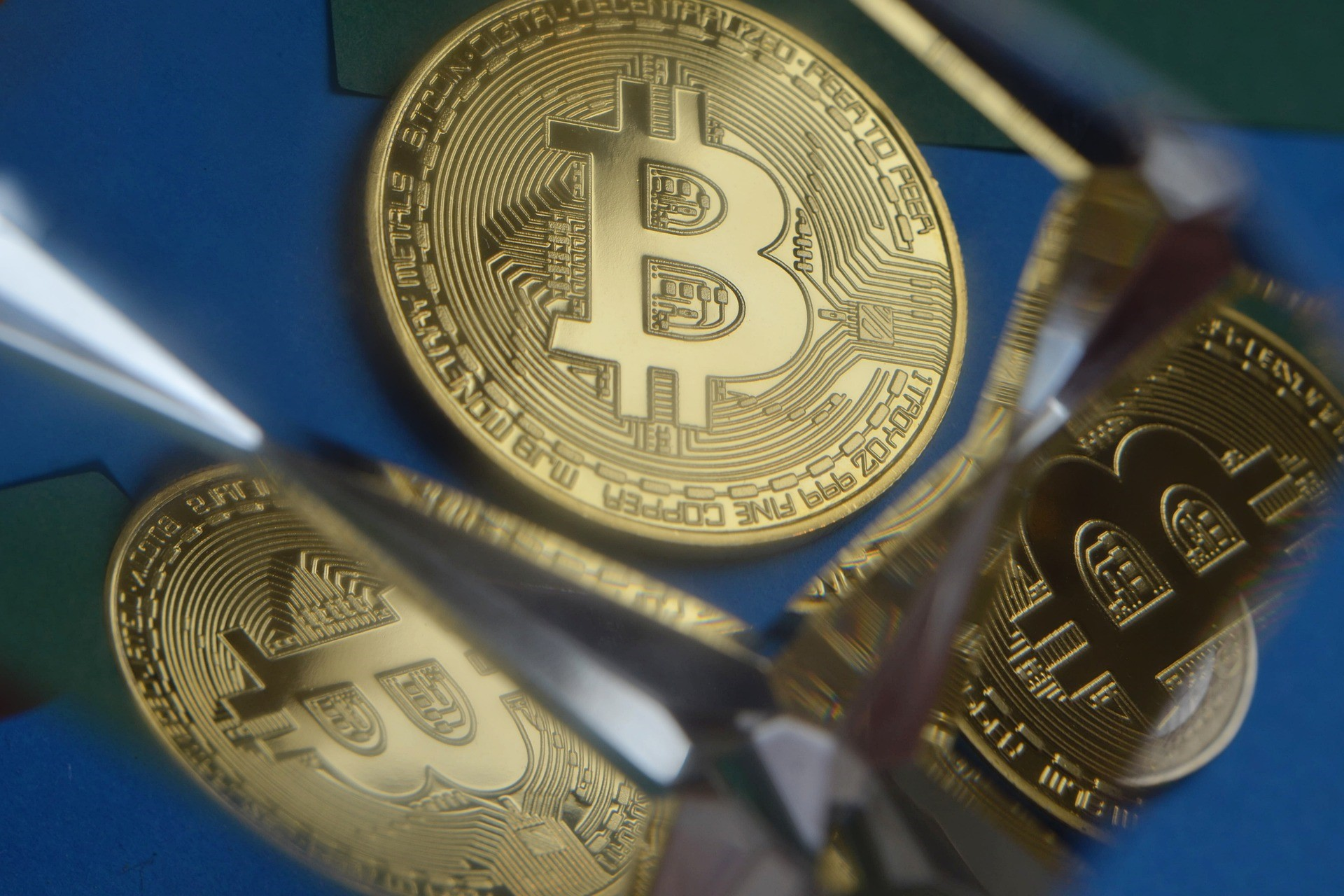 BTCetc - ETC Group Physical Bitcoin (BTCE ETC) är en börshandlad kryptovaluta (ETC) som spårar priset på Bitcoin. Varje BTCE Bitcoin ETC backas 100 procent fysiskt upp av Bitcoin och handlas på europeiska börser, vilket ger investerare ett säkrare sätt att få exponering för Bitcoin. Varje enhet i BTCE ger innehavaren en fordran på en fördefinierad mängd Bitcoin.