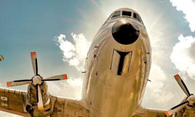 Dessutom kan högre oljepriser komma att innebära en extra motvind för transportörer. Trots detta har flygbolagsaktier klarat sig relativt väl under denna kris.
