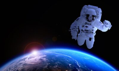 Ett halvt dussin ETFer fokuserar på företag som är engagerade i rymdforskning och flyg. Ingen av de ETFer som utforskar rymden inkluderar Jeff Bezos Blue Origin